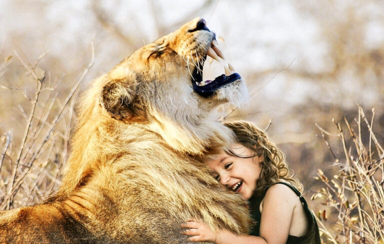 """【実話】「もし野生動物と話ができるなら」アフリカの大自然で育った女の子""""ティッピ"""""""