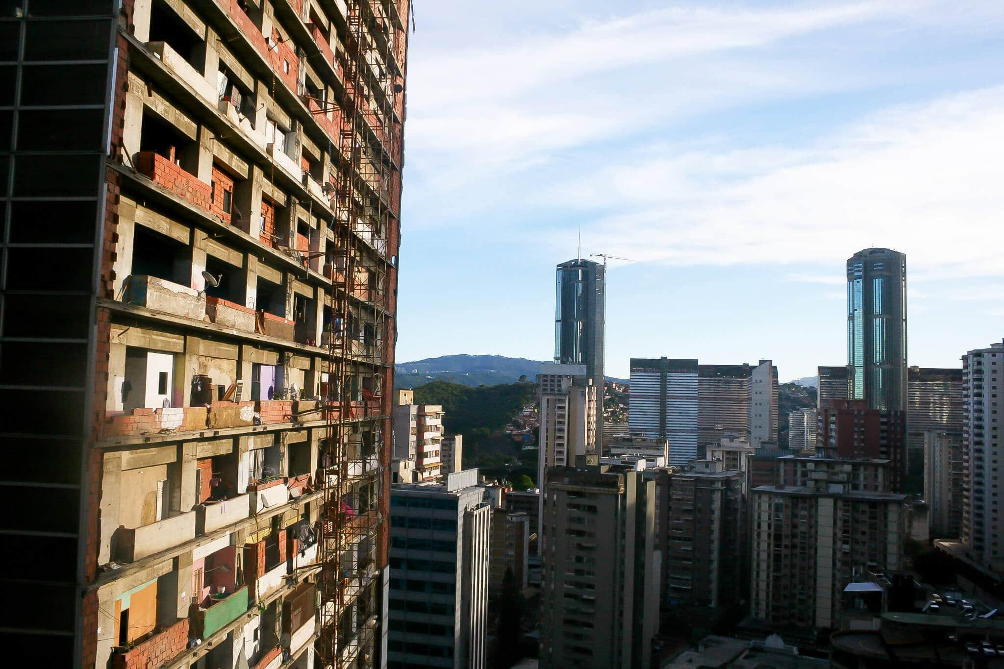 【世界のスラム街】その高さは190メートル!!超高層スラム「ダビデの塔」