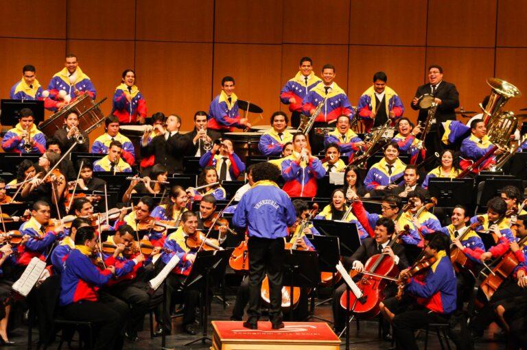 """『ベネズエラの奇跡』スラムから世界に羽ばたいた""""オーケストラ""""①"""