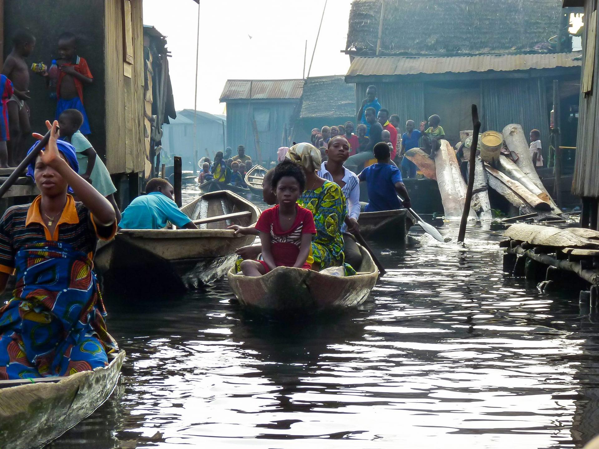 【世界のスラム街】アフリカのベネチア!?ゴミの海に浮かぶ街「マココ」